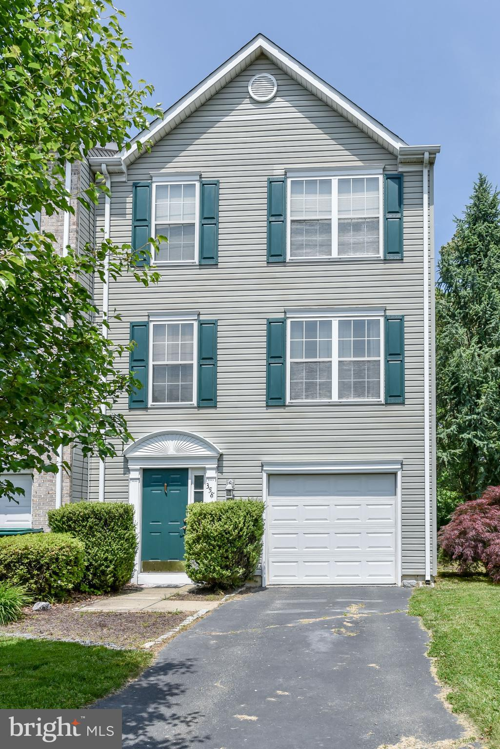 THIS END UNIT TOWNHOUSE HAS A PRIVATE LOT BACKING TO THE WOODS.  GRANITE AND TILE IN KITCHEN WITH SLIDER LEADING TO DECK WITH BAY WINDOW IN BREAKFAST AREA.  PLENTY OF CLOSET SPACE AND STORAGE.  GAS FIREPLACE IN LIVING ROOM AND ONE CAR GARAGE.  MAIN LEVEL WITH LAUNDRY AREA AND FAMILY ROOM WITH SLIDER TO LOWER PATIO AREA.