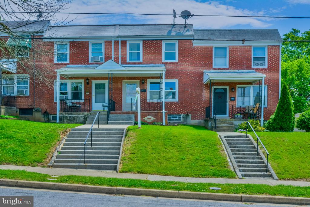 Beautifully renovated home in sought after Violettsville. Hardwood floors, Freshly painted, Updated windows & Kitchen with Stainless Steel appliances. 2 bedrooms 1 1/2 baths. 3 full levels with room for additional rooms in the basement. Large back yard. No HOA, Close to all major routes & downtown Baltimore.