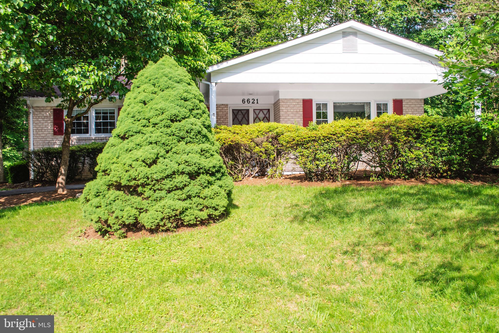 Amazing Location close to everything, shopping, restaurants, entertainment, main Roads, etc. Granite counter tops. Huge deck for entertainment, Wet bar in basement. Walk out basement.UPDATE Windows were replaced in 2014, basement floring wre replace in 2014 , HVAC WRE REPLACE IN 2012 ,Must see it. Please Allow 2 hour notice for showings to remove or crate small dog.