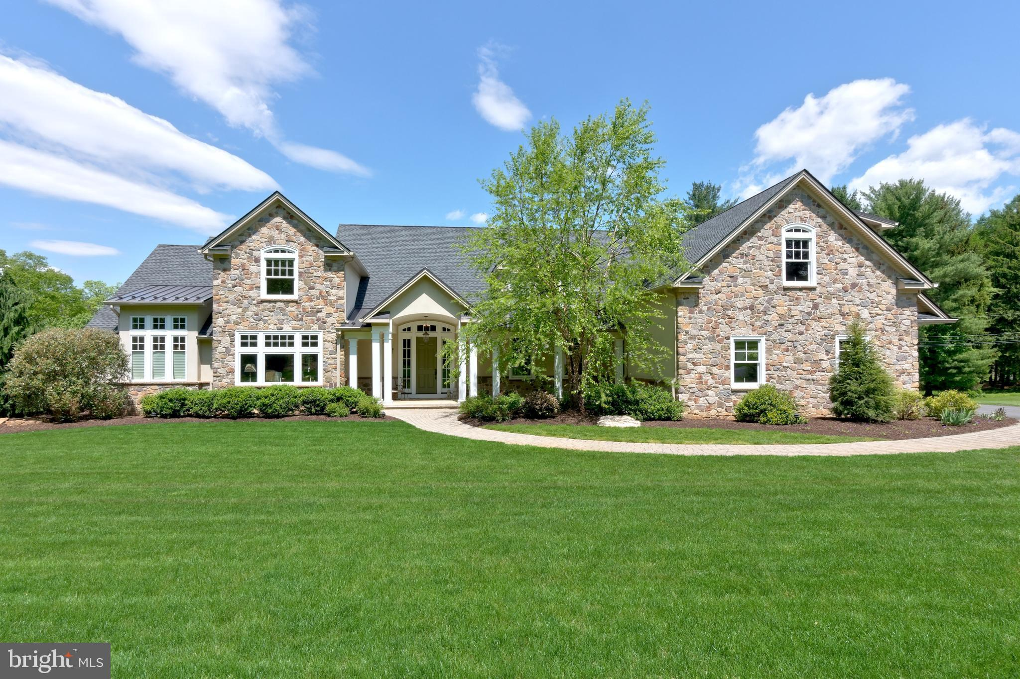 140 S BUTTONWOOD STREET, MACUNGIE, PA 18062