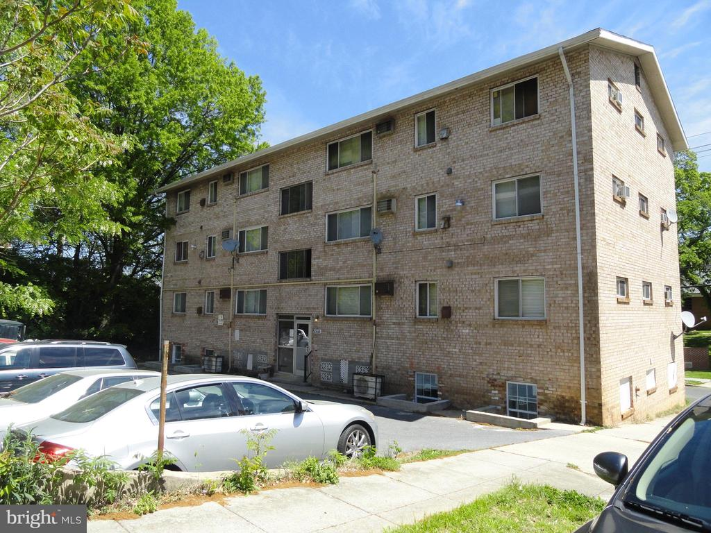 Great Investment opportunity on this 16 unit apartment building.  Originally, 12 units but owner has updated and added 4 units and waiting for Certificate of Occupancy from the city for the 4 units should have within 30 to 40 days for the additional units.  Partially self contained with tenants paying electric.  13- 1 bedrooms and 3- 2 bedrooms/