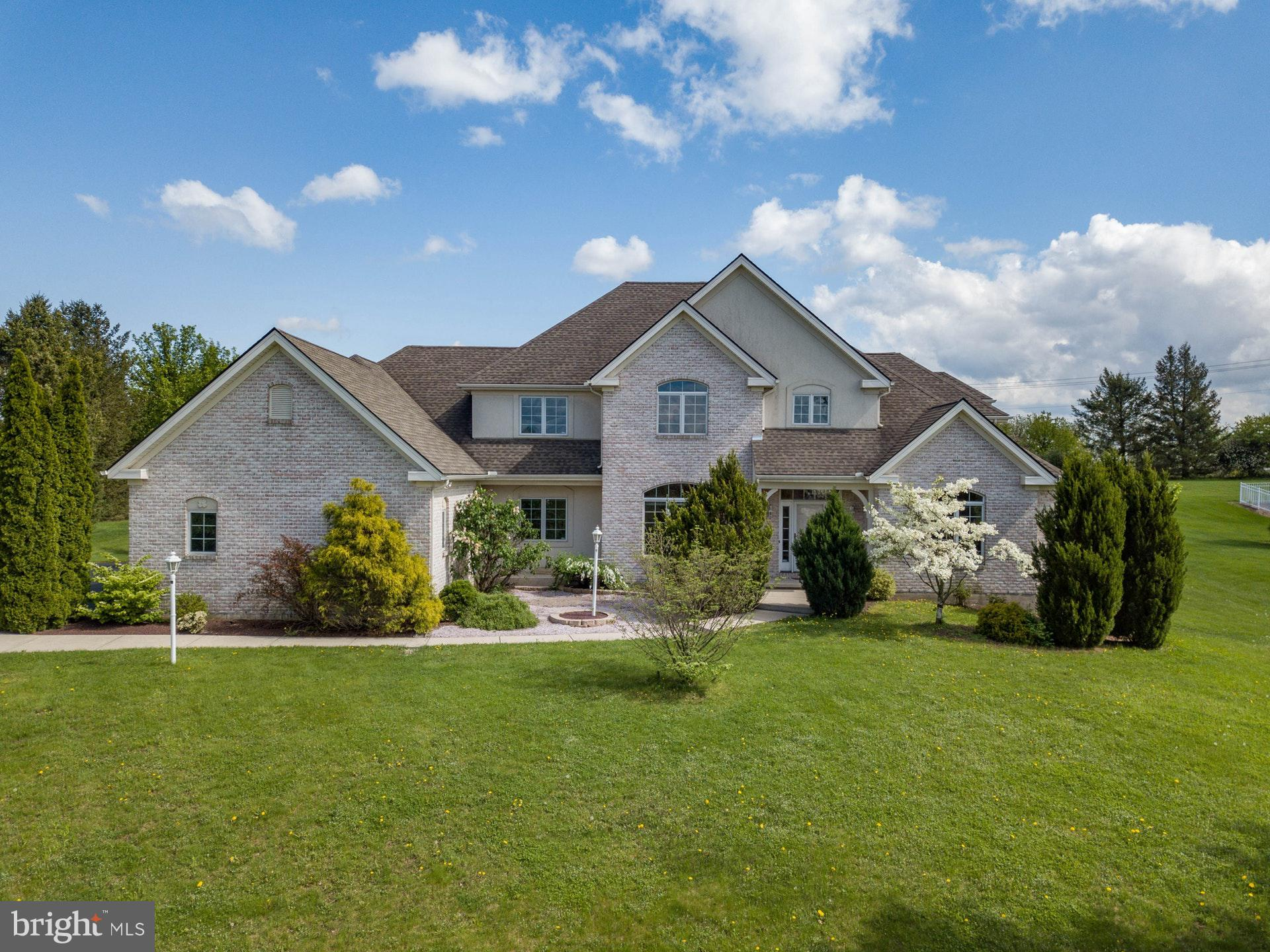 1732 CREEK VIEW DRIVE, FOGELSVILLE, PA 18051