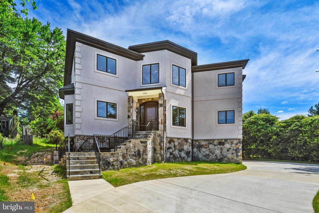 6202 Chesterbrook Rd, McLean, VA 22101