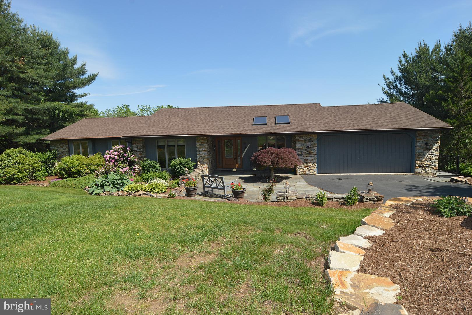 118 CLUBHOUSE DRIVE, BERNVILLE, PA 19506