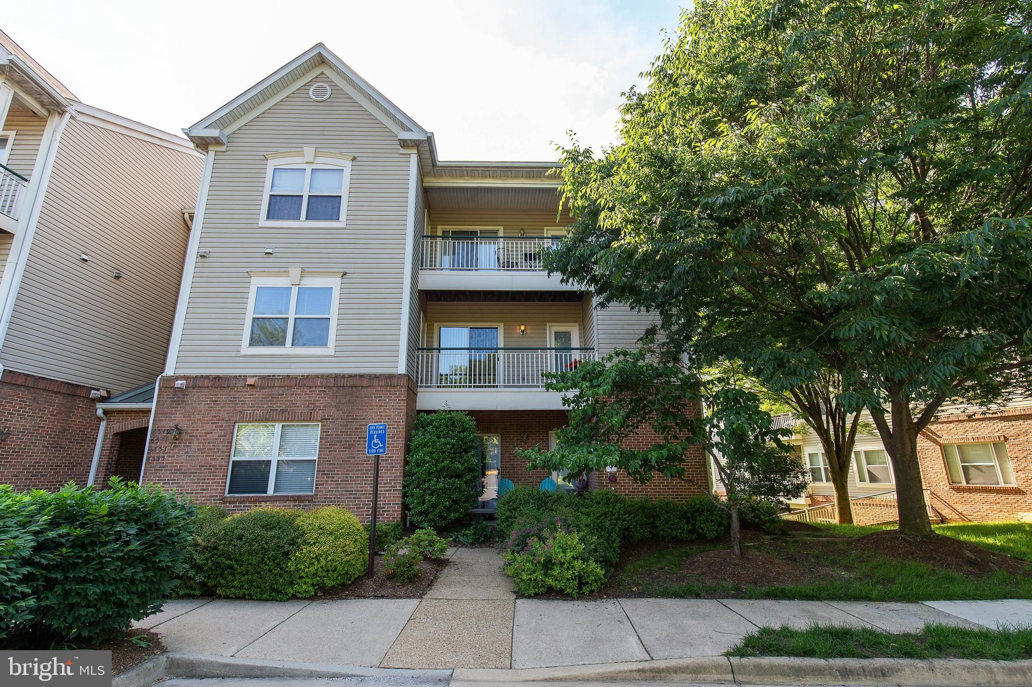 Meticulously Maintained Move- In ready 2 bedroom, 2 bath condominium minutes from Van Dorn and Franconia-Springfield Metro Stations. Open Floor Plan!  Large Eat-in Kitchen, Separate Dining Room with gas fireplace. Freshly Painted and New Carpeting!  Enjoy all of Kingstowne Amenities- Pool, Tennis courts, trail & Fitness Center.