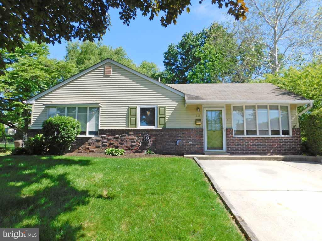 811 AUBURN ROAD, FAIRLESS HILLS, PA 19030