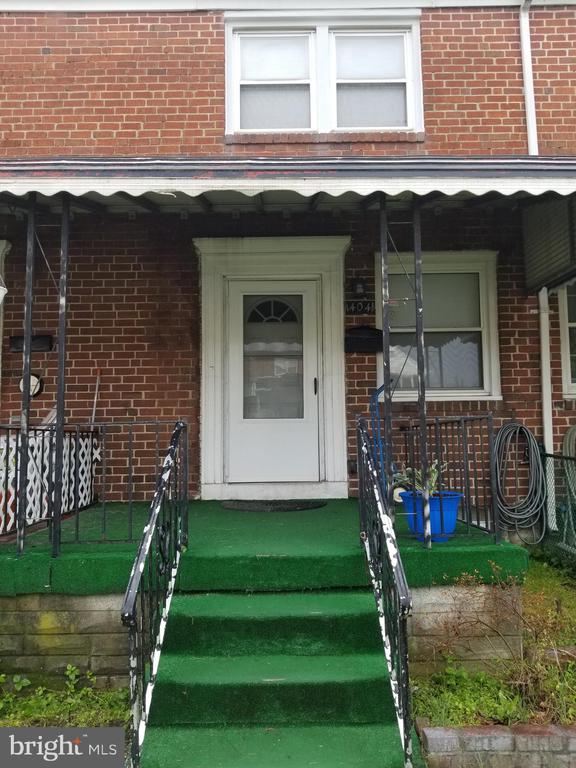Lovely 2 bedroom house with, dining area, living room large deck on back.  Washer and Dryer in basement.  Close to all major highways.  Convenient to both the city and the county. Close to 95 and 895 Has central air conditioning... Will accept vouchers.