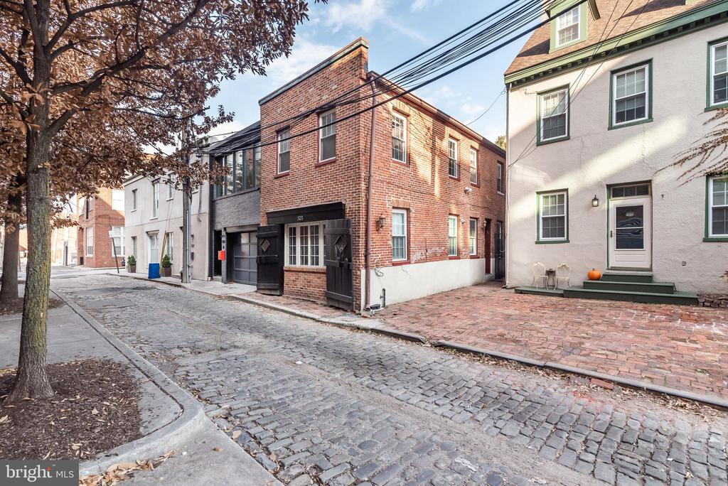 Available for immediate move in! This home is perfectly located in Fells Point, near the action, but off the beaten path. The large living room and kitchen have hardwoods floors and are updated, yet historic. The large master bedroom can fit a bed and plenty of furniture. Washer and dryer in unit. Pets okay with $500 fee. Tenant pays all utilities.
