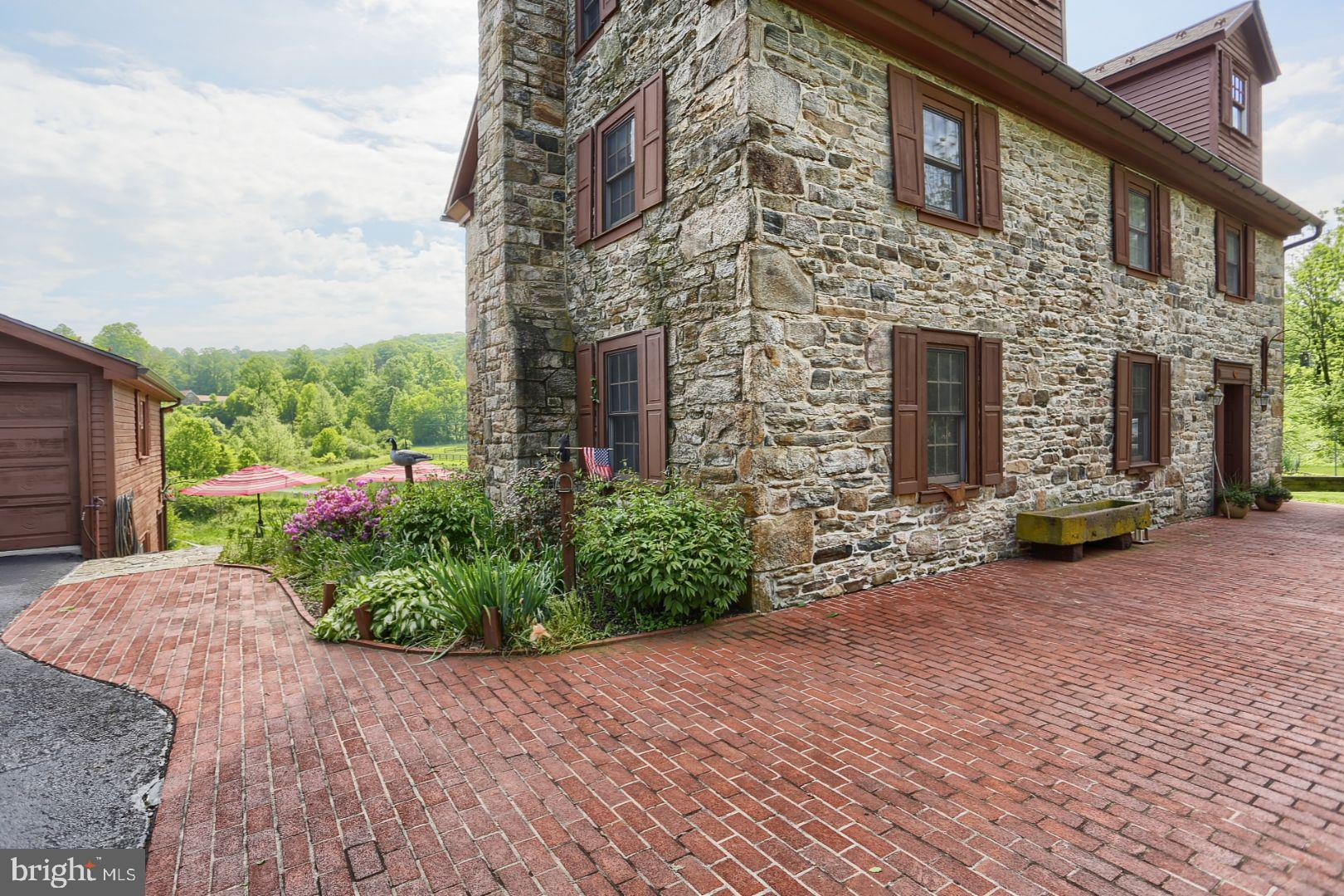 80 S MOUNTAIN ROAD, ROBESONIA, PA 19551