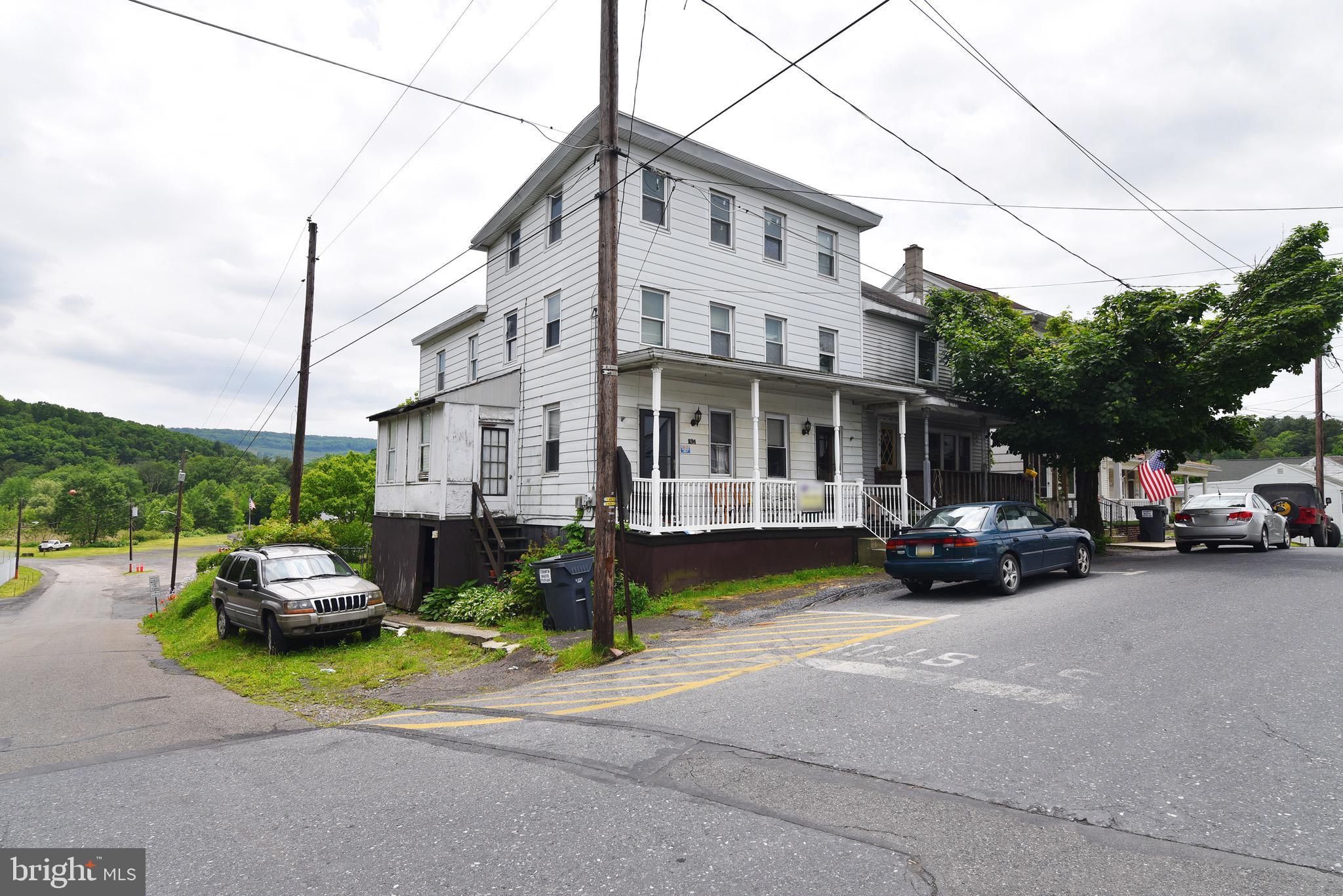 132 WILLING STREET, LLEWELLYN, PA 17944