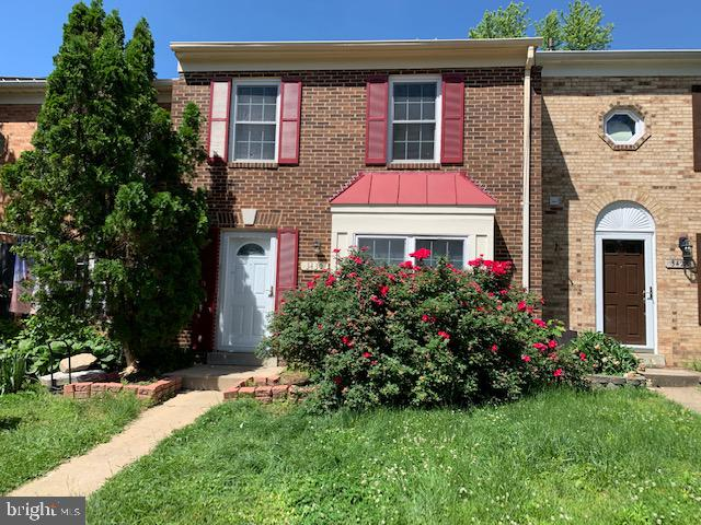 LOC ATION - FANTASTIC LOCATION NEAR POTOMAC MILLS/95/PWPKWY. GREAT OPPORTUNITY TO PURCHASE THIS TOWNHOME IN THE HEART OF LAKE RIDGE! 3 BEDROOM, 2.5 BATH HOME AND ALL THE COMMUNITY OFFERS! CONVENIENT ACCESS, TO SCOOLS, SHOPS AND RESTAURANTS. BRING YOUR BEST OFFER, THIS OPPORTUNITY WILL NO LAST. The property is sold as is conditions.