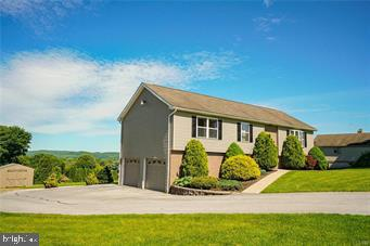 72 CARRIAGE CIRCLE, OLEY, PA 19547