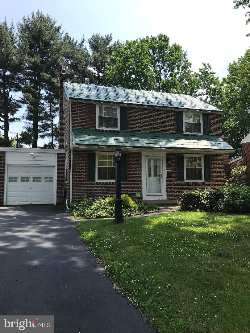 Move in condition brick colonial with attached garage and nice fenced yard. Home features a finished basement with powder room, central air, modern kitchen with breakfast bar, nice hardwood floors and recessed lighting in Living room and basement. Also a nice screened in porch to relax in!