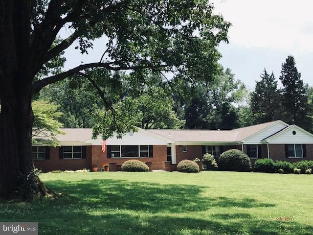 11431 Fairfax Dr, Great Falls, VA 22066