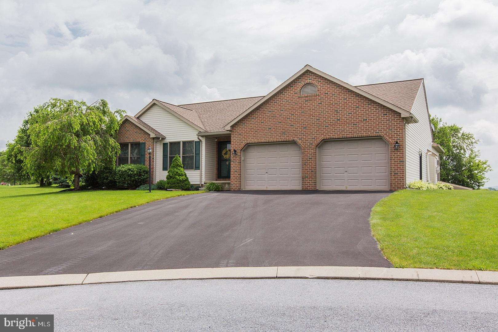 5 MANTIS COURT, MYERSTOWN, PA 17067