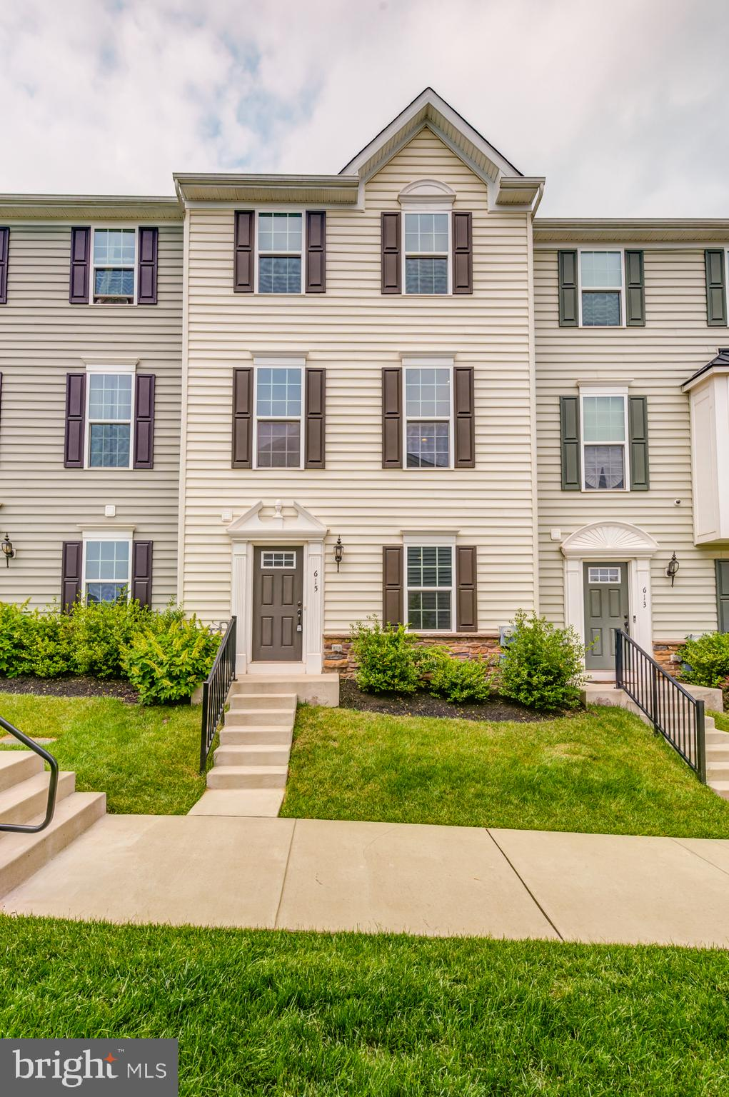Welcome to 615 Washington Square where you can leave maintenance behind and focus instead on living life to its fullest. This exceptional, ~fully loaded~ 3 bedroom 2 1/2 bath model in absolute pristine condition features an open floor plan, a luxury granite/stainless kitchen with 42~ cabinets, crown moldings, a granite island, recessed lighting and a luxury GE appliance package, hardwood flooring, a two car garage, and a luxury en suite with frameless walk-in glass shower stall including dual rainmaker faucets, granite double vanity, and ceramic tile (floor and surround).  Entertain with pride in your meticulously maintained, sunny, and very spacious open concept interior, or escort your guests through   your beautiful French doors to your oversized composite deck and fire up the barbecue! On game days, gather with friends in your finished walkout basement with powder room and recessed lighting package. Highly rated Owen J Robert school district. You will not find a more luxurious home in such pristine condition at this price-point!