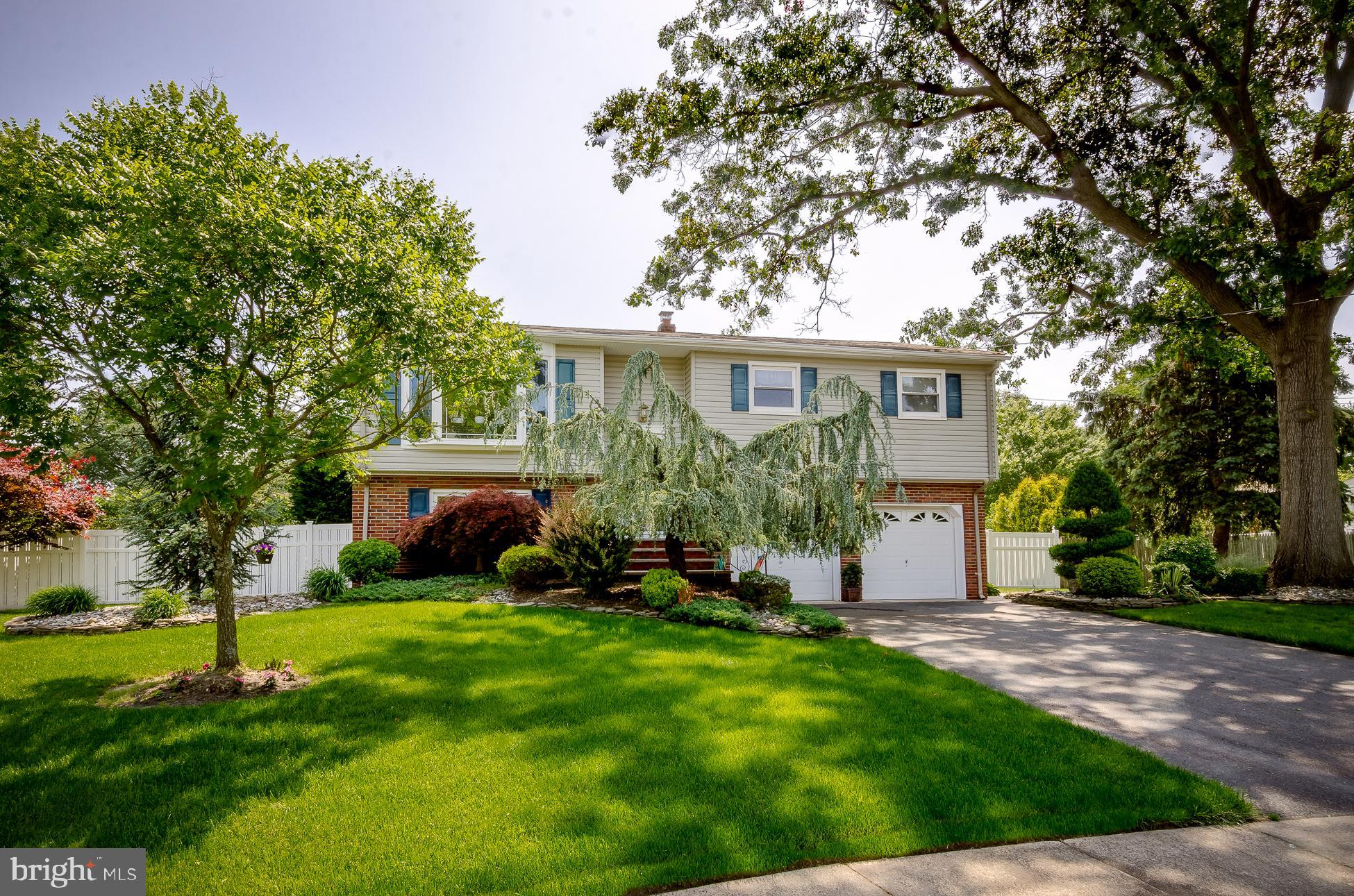 34 PAMELA COURT, SPOTSWOOD, NJ 08884