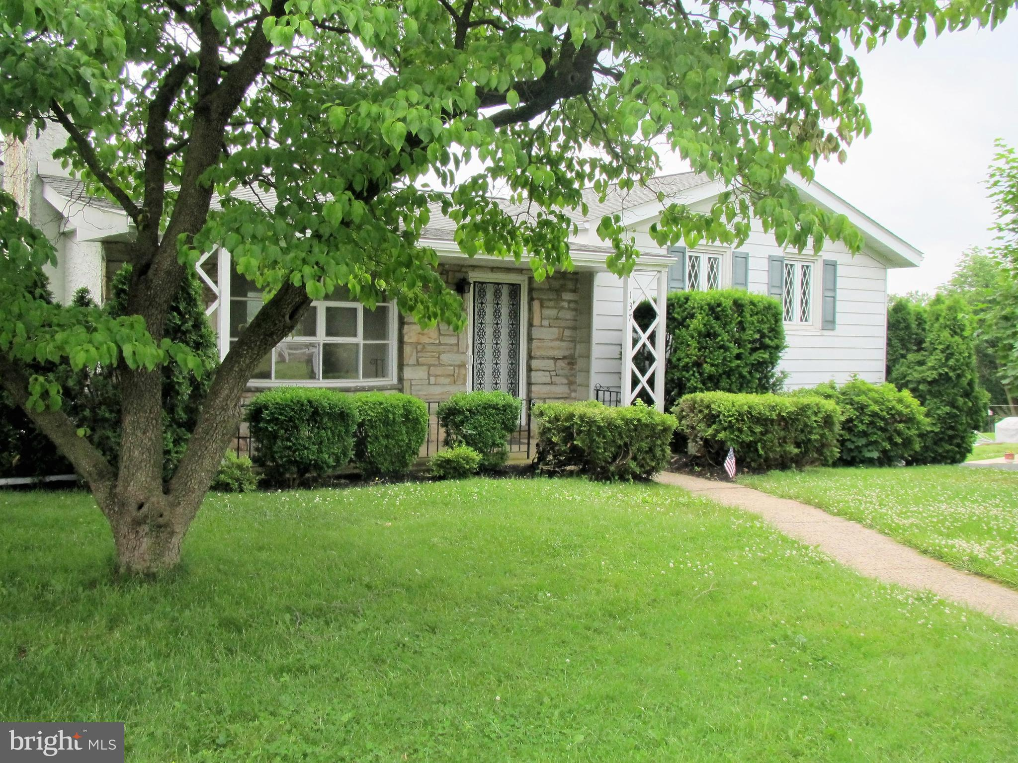 137 EGYPT ROAD, MONT CLARE, PA 19453