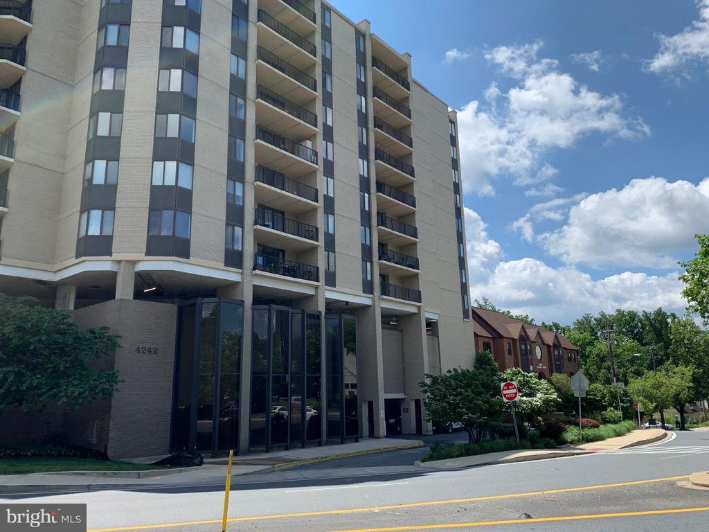 4242 East West Hwy #612, Chevy Chase, MD 20815