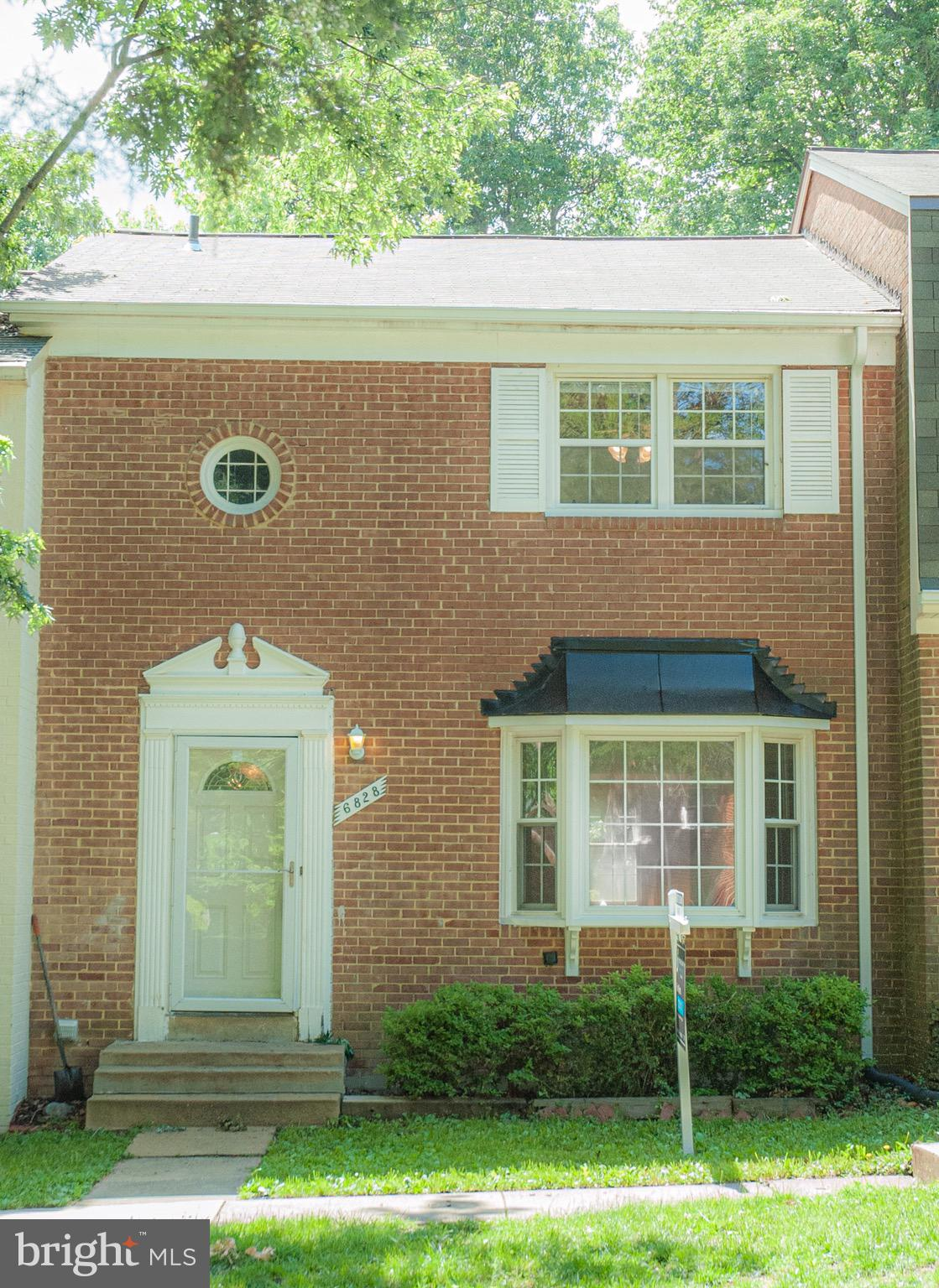 Located in West Springfield.  All brick 3 bedrooms 3.5 bathrooms townhome in sought out Orange Hunt Community. New Roof, less than one year with 20 year warranty. Community playground in backyard.  Close to shopping areas, commuter lots and bus stops.  Minutes away from Fairfax County Parkway, I-95 and I-66.