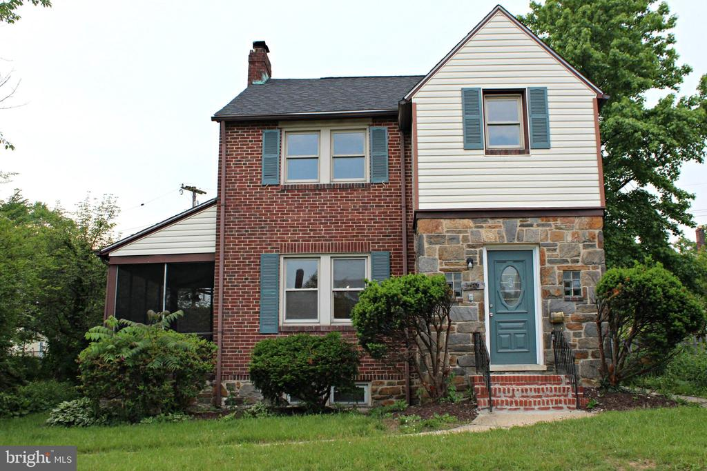 BEAUTIFUL RENOVATION I the sought after Ashburton community. Main level and upper level master bedrooms and bathrooms! New kitchen with quartz counter tops and stainless steel appliances! Luxury vinyl plank flooring! Screened porch and huge fenced rear yard! Finished recroom and bathroom in basement! New carpet and paint! Close to major commuter routes! Must see!