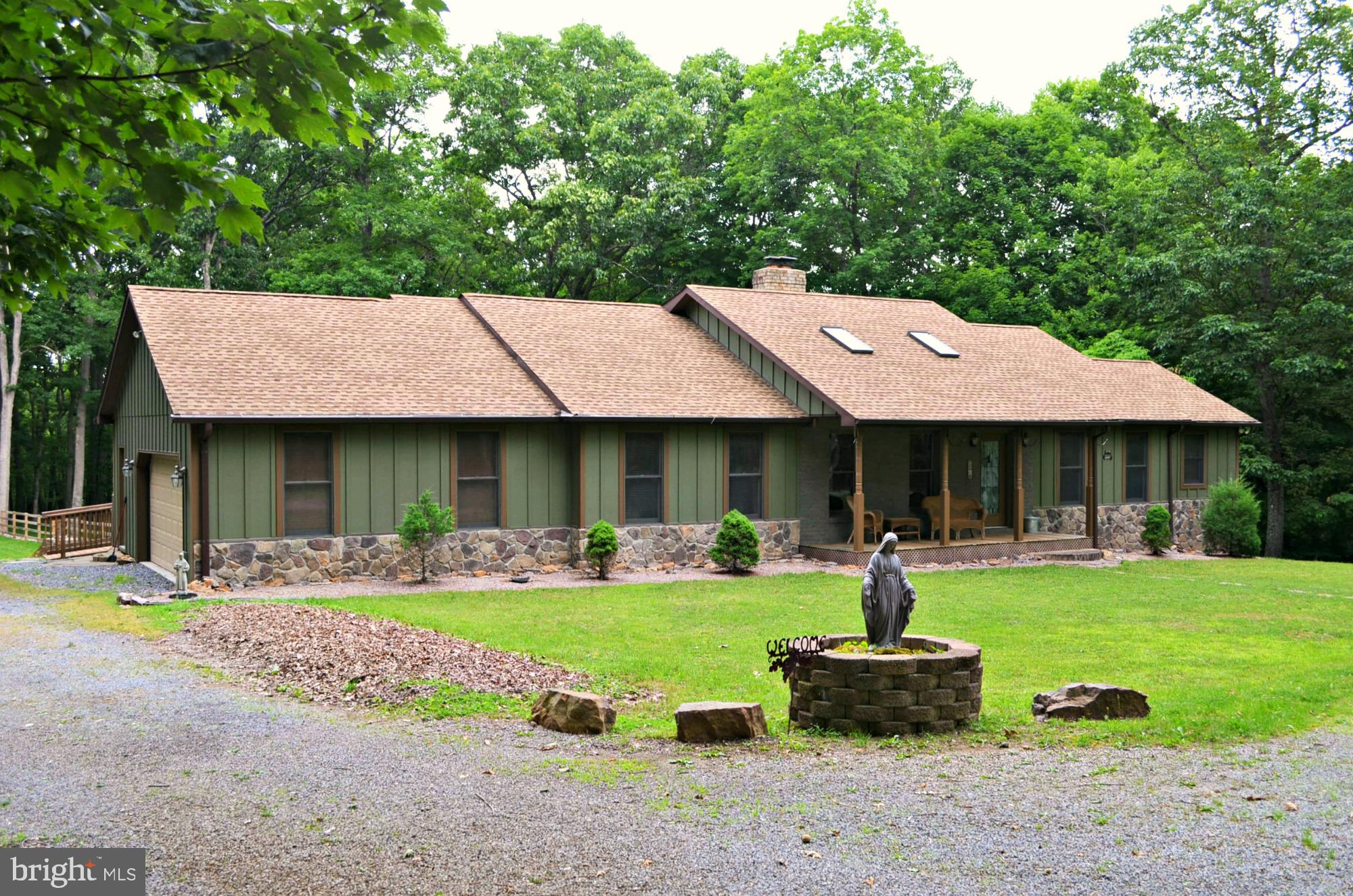 978 SIDELING MOUNTAIN TRAIL, GREAT CACAPON, WV 25422