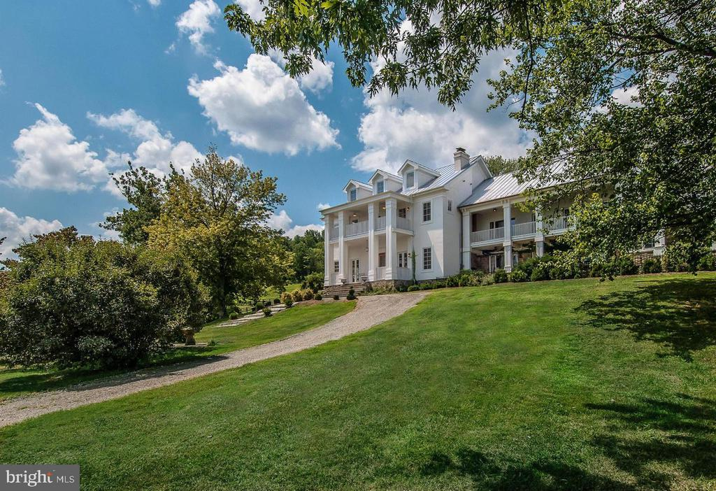 Bluemont Estate, 3 separate lots: 40 acres, 40 acresand 65 acres. Exceptional quality in  3  homes,           2 stables, inground pool, orchard, 2 ponds, board     fencing,  all with exceptional  views.  Also available as individual lots.  Contant agent.
