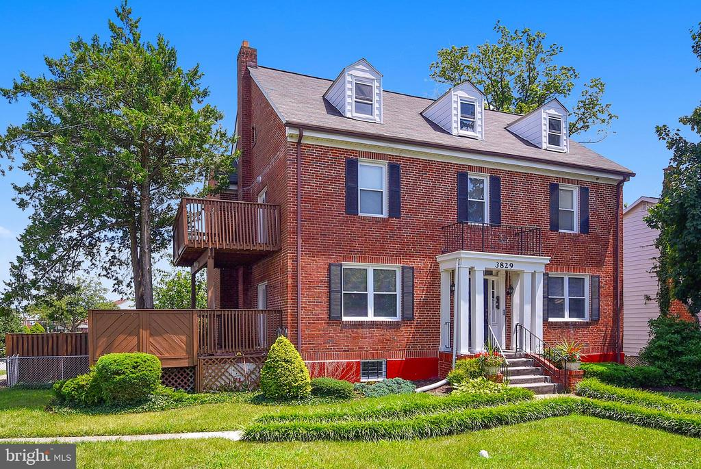 Second floor apartment , 2 bedroom  1.5 bathroom, washer/dryer, updated kitchen ,separate living room that leads to a deck , separate dining room and 2 car garage that is available for  rent @ $200 month.