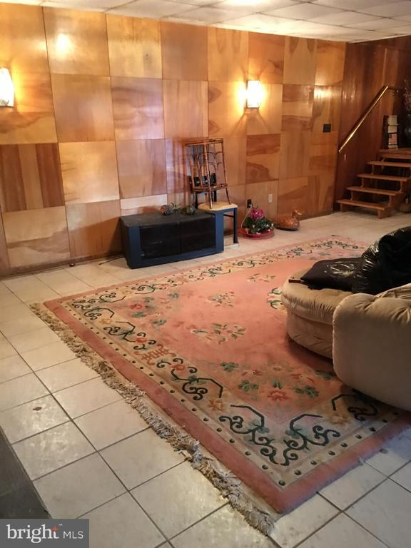 SHORT SALE**BEAUTIFUL HOUSE**GOOD BONES BUT NEEDS SOME UPDATES**INGROUND POOL WITH JACUZZI**GUEST HOUSE**SELLING STRICTLY AS IS