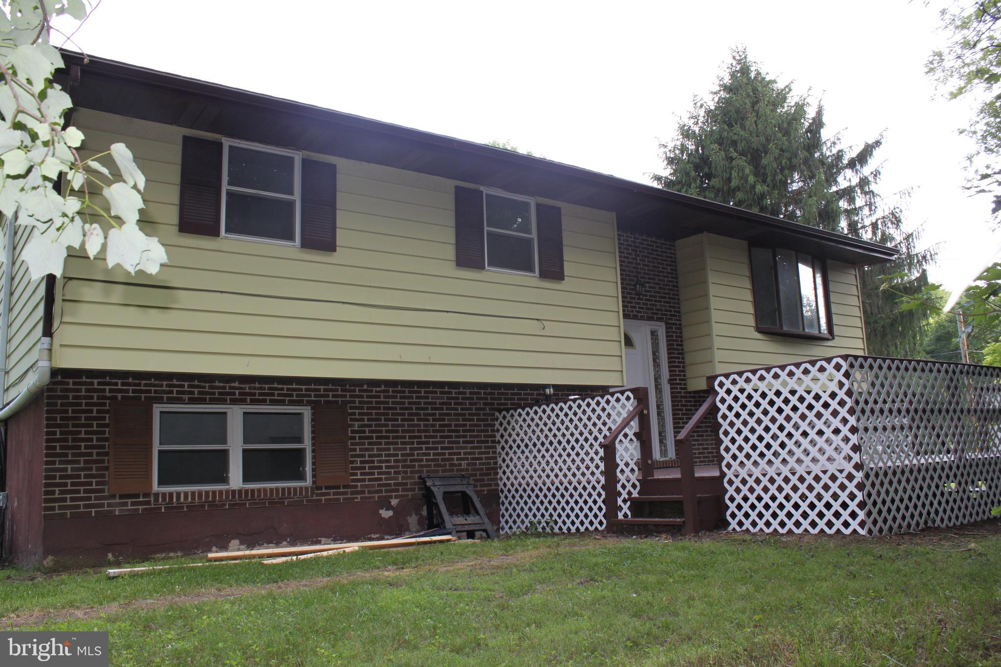 1031 CLARKS VALLEY ROAD, DAUPHIN, PA 17018