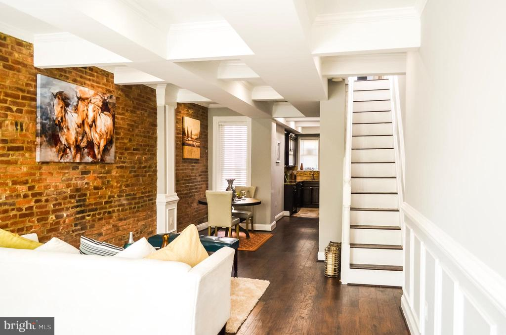 WARNING.......POTENTIAL LOVE AT 1ST SIGHT, VERY EASY ON THE EYES, WOW  Exposed Brick, 3 Bedrooms, 2 Full Bathrooms, and Space For  Family Entertainment. Don't Waste your Time, Schedule A Tour Today, Will Not Last Long!!! SELLER MOTIVATED