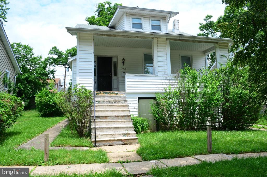 5 bedroom home with lots of potential, needs TLC.  10' ceilings on main floor.