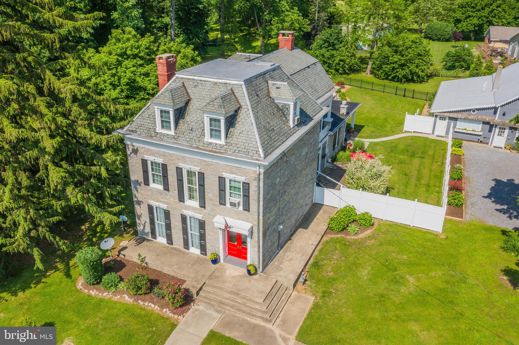 806 HOLLY PIKE, MOUNT HOLLY SPRINGS, PA 17065