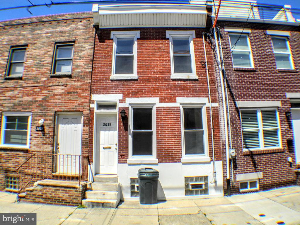 Investors/savvy homebuyers look no further! Solid home on a great block in booming Point Breeze now available. 1st floor features open layout leading to a private fenced in yard. Upstairs currently configured as 3 bedrooms and 1 bath. Full basement with mechanicals. Property is currently leased. Conveniently located in the heart of Point Breeze and close to bars/restaurants like Burg's Hideaway, Sardine Bar, On Point Bistro, OCF Coffee, and the new upcoming Dock Street Brewery. Close to public transportation and just a short walk to all Graduate Hospital and Rittenhouse have to offer.