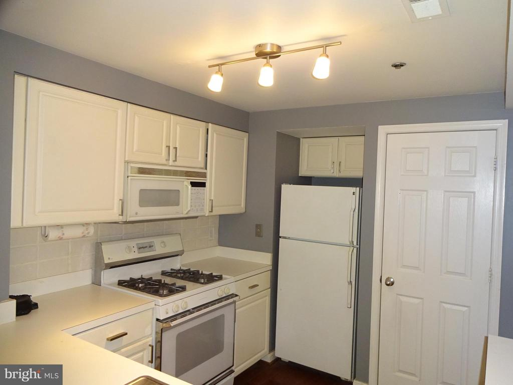 Photo of 1050 N Taylor St #1-209