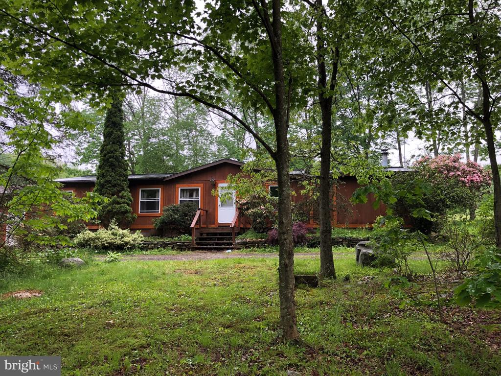 200 PRIVATE DRIVE, SPRING BROOK TOWNSHIP, PA 18444