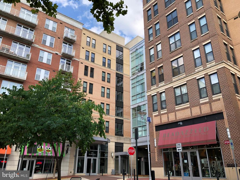 444 W Broad St #716, Falls Church, VA 22046