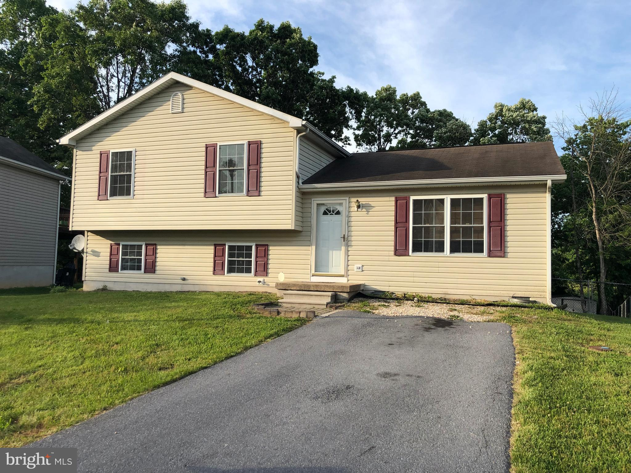 Split level home features 3 BRs and 3 full BAs with partial finished basement all situated on approx. 0.24ac lot in Wildflower Ridge SD. Home is located close to major roads for easy commute, shopping and amenities.  Offers are due 8/5/19 by Noon 12pm est.