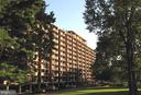 1300 Army Navy Dr #807