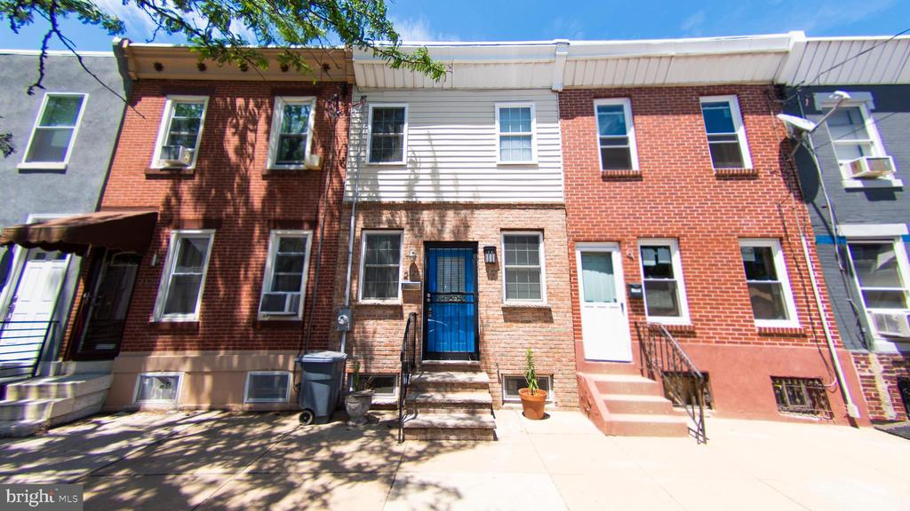 Beautifully renovated home in Point Breeze section of Philadelphia. Open floor plan, hardwood floors, living room, dining room, modern kitchen. 2 good sized bedrooms, 1 full bath. Partially finished basmenet with powder rom.
