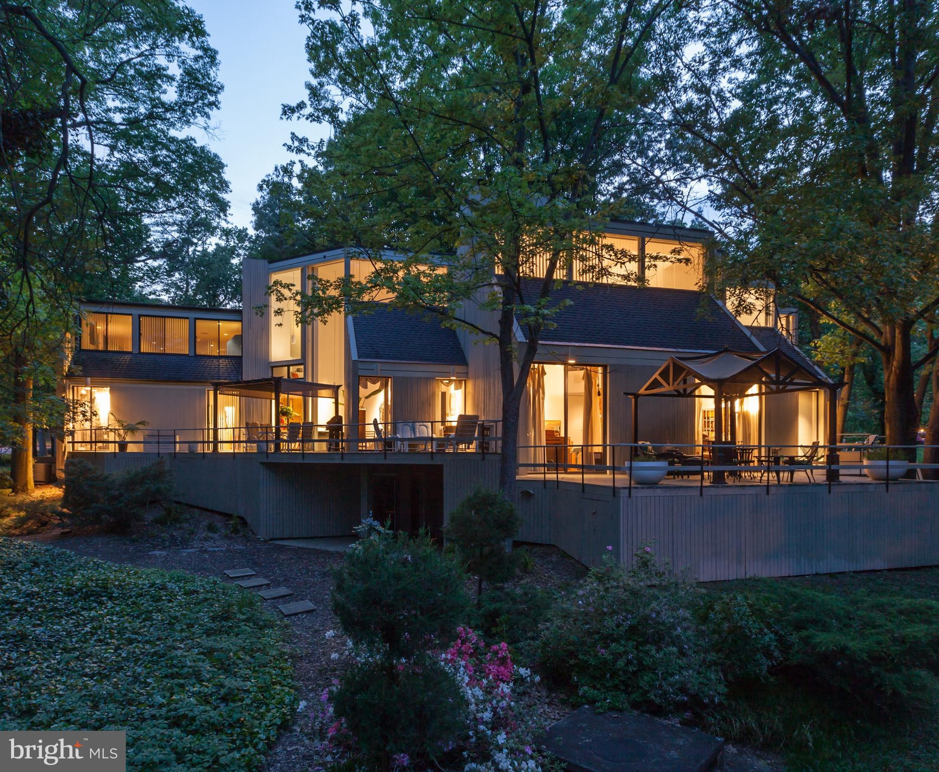 A notable, stunning modern home located on one of the most beautiful streets in Alexandria, Virginia. Designed by celebrated architect Hugh Newell  Jacobsen, FAIA., the current owners have very carefully modernized the home while complimenting, preserving, even enhancing the incredible architectural details. Every bathroom, kitchen, and major utility are all-new, including brilliant material selections, paired with luxurious comforts like the efficient heated floors and contemporary fixtures. An undeniable jewel for the design enthusiasts who covet authentic architecture and modern luxury, at once.