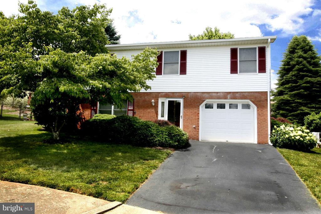 1369 OUTER DRIVE, HAGERSTOWN, MD 21742
