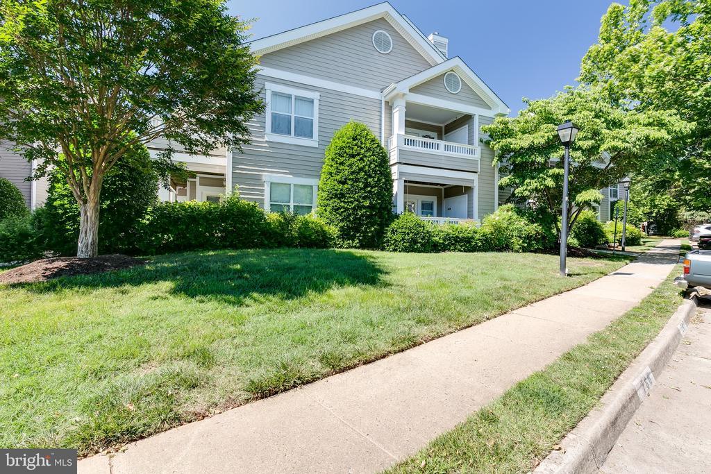 14300 Rosy Ln #13, Centreville, VA 20121