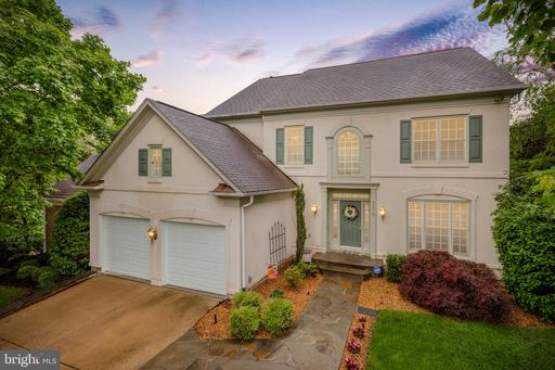 5276 Winter View Dr