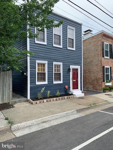 Great rental opportunity conveniently located in the heart of Alexandria. Walk to all Old Town has to offer. Walking distance to Braddock Metro. Detached 2 bedroom 1.5 bath recently updated freshly painted, new appliances, new granite,  hardwood floors, open high ceilings, skylight, custom bookshelves and more. Pets on case by case basis.