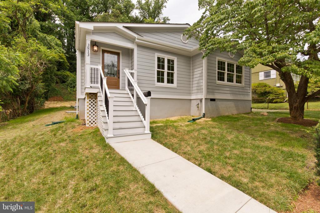 3813 Pinewood Ter, Falls Church, VA 22041