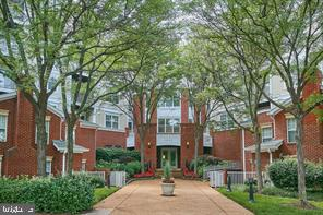 1625 International Dr #404, McLean, VA 22102