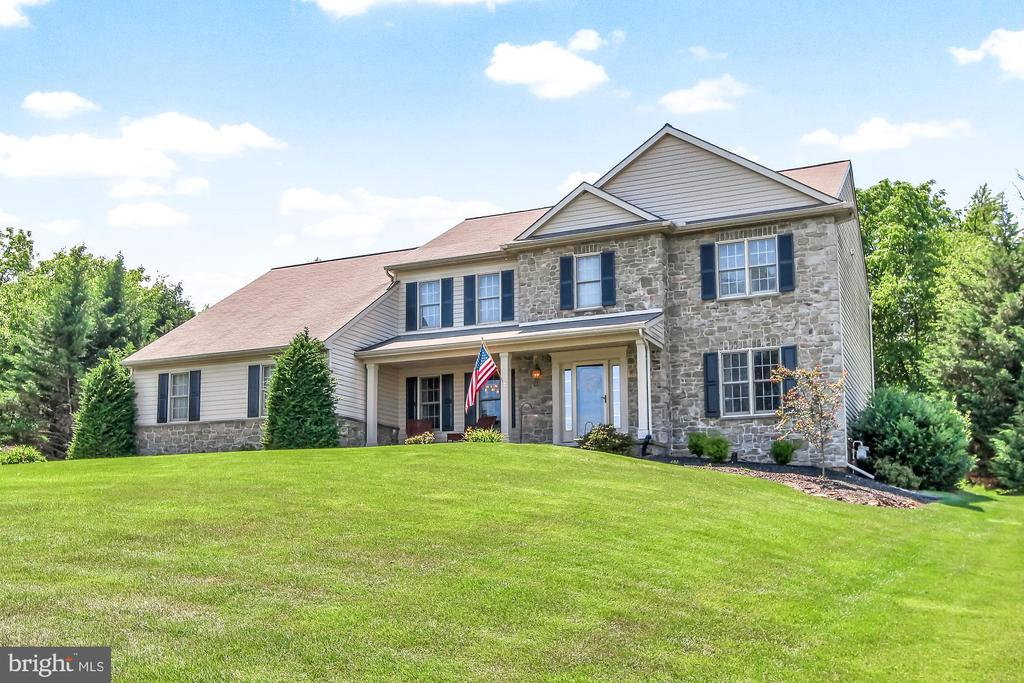987 CASTLE POND DRIVE, YORK, PA 17402