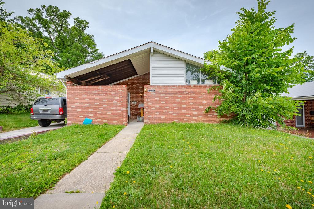 This  4 bedroom 1 full bath and 2 half bath home           has an updated eat-in kitchen, fully finished               basement, recessed lighting, a  laundry room, and abonus room which could be used as an office,              a master bedroom with a half bath and two large      closets, off street parking, newer A/C and much      more!