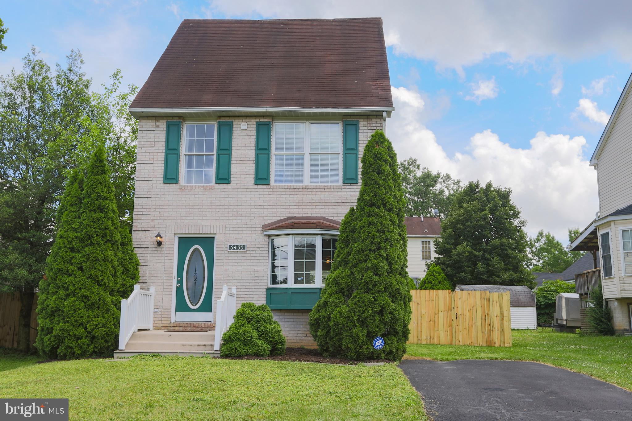 This one is a winner! Super spacious recently remodeled single family home in the popular Weyanoke neighborhood, hardwood floors through out and brand new stainless appliances. New privacy fence and a walk out basement with in-law suite potential.